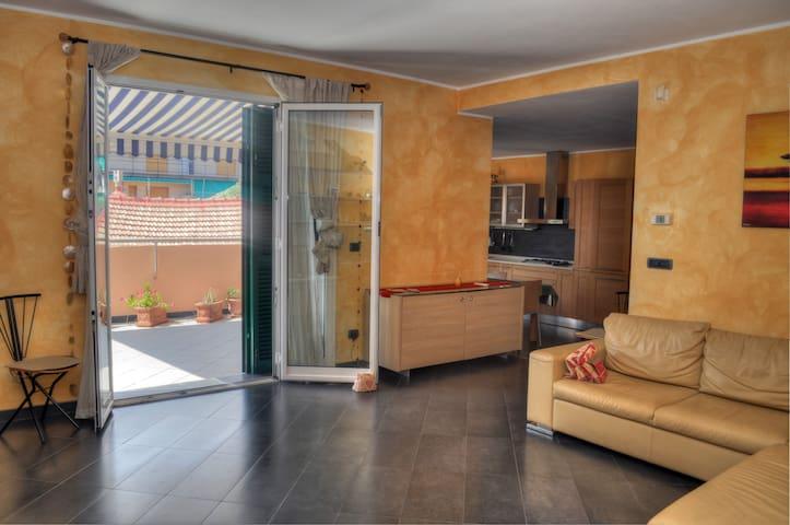 Quadrilocale centrale con terrazzo - Loano - Apartamento
