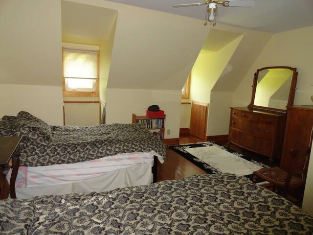 ALLUMETTE ISLAND B&B Room 1 - Chapeau - Bed & Breakfast