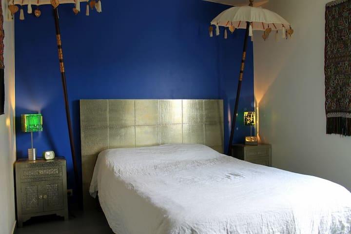 Belle chambre Parc de Belleville proche Métro