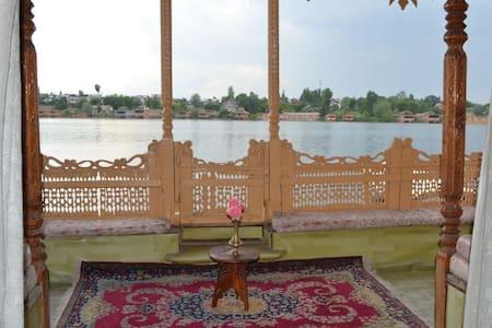 Palace Heights House Boats - Srinagar