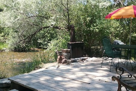 Chameleon, Rustic Cabin, Unit 1 with private deck