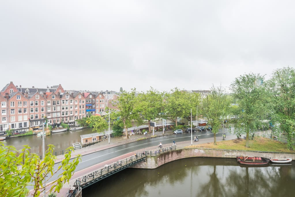 Singelgracht (left) and Hugo de Grootgracht (right) seen from the living room window.