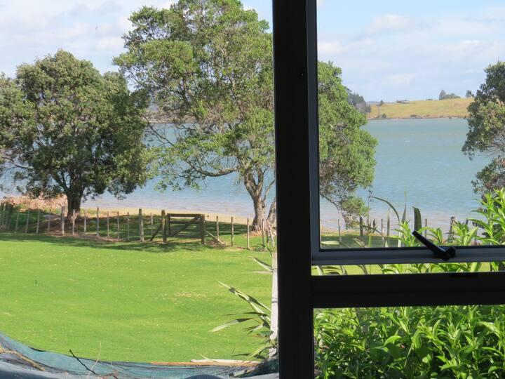 River's edge cottage on Kaipara