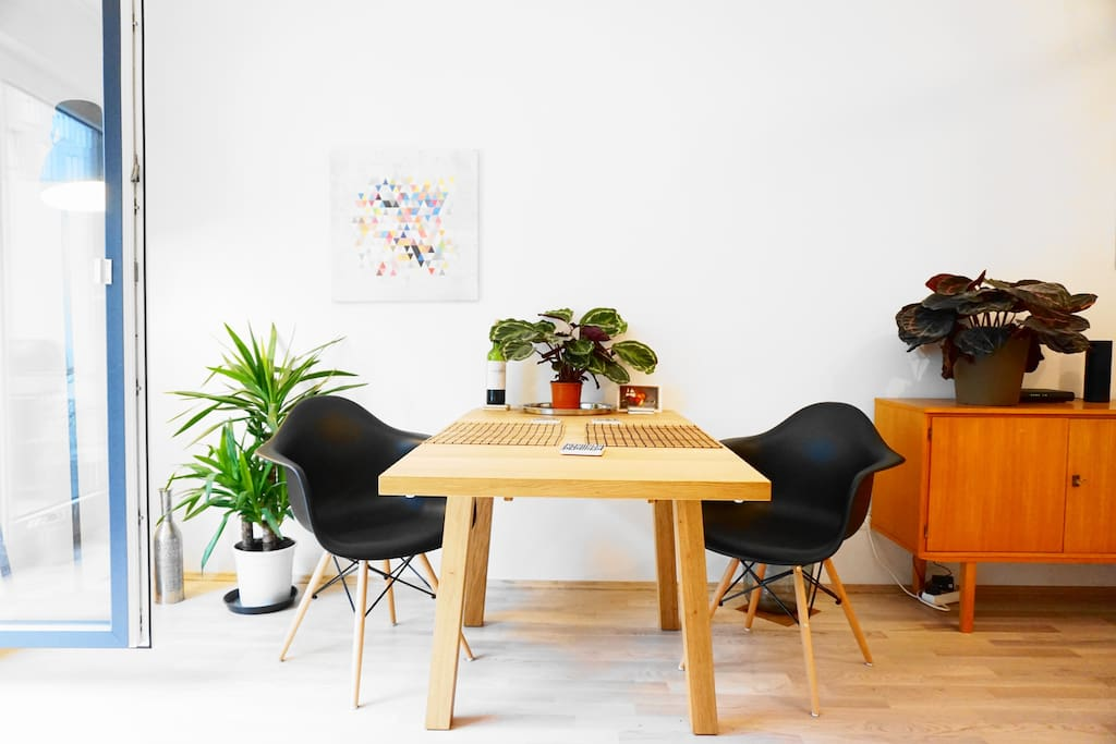 The dining table is perfect for enjoying self-cooked dishes.