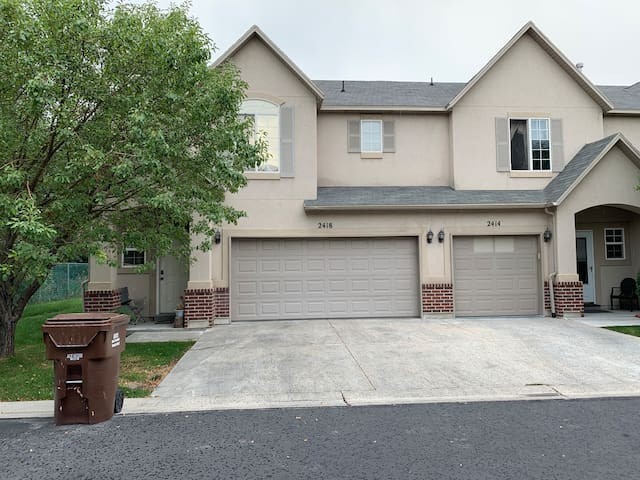 ~TownHome-Gated 1-2 Private Rooms, Best location!!