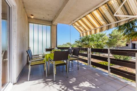 LARA 1-bedroom spacious apartment near the beach