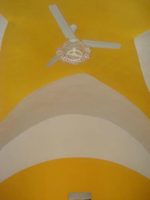 Monolocale 2 - soffitto a stella con ventilatore