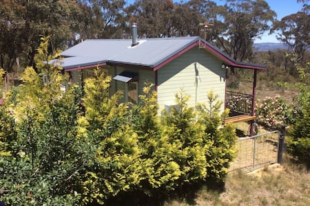 BRIGHT AND COZY BUSH COTTAGE - Mount Victoria - Kabin