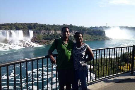River Edge Inn - Room 2 - Queen Bed - Niagara Falls