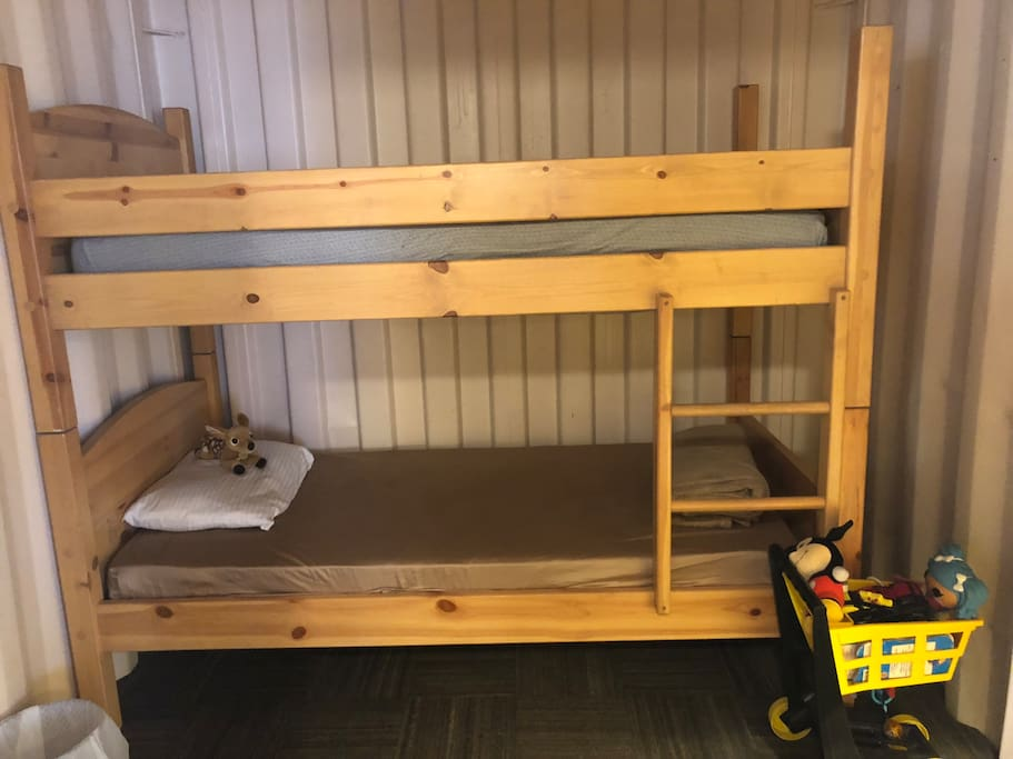 Bunkbeds and children's toys and books
