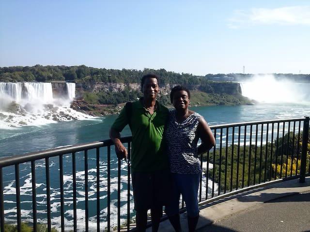 River Edge Inn - Rm 3 - Two Room Suite: Queen bed - Niagara Falls - Wikt i opierunek