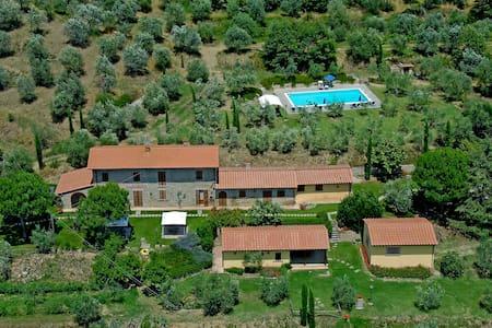 Villa Betulla, private with pool, garden and view - Cortona - Huvila