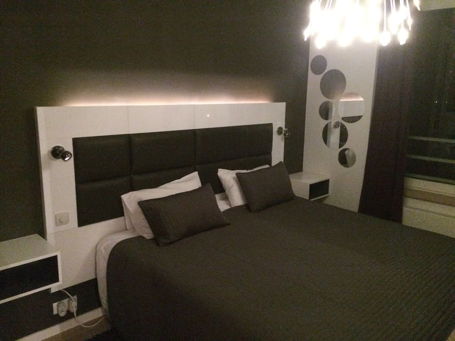 Master bedroom with separable King size bed