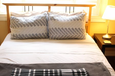 Charming Private Guesthouse in Downtown Kitchener