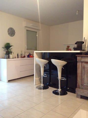Maison lumineuse calme et sécurisée - Istres - Ev
