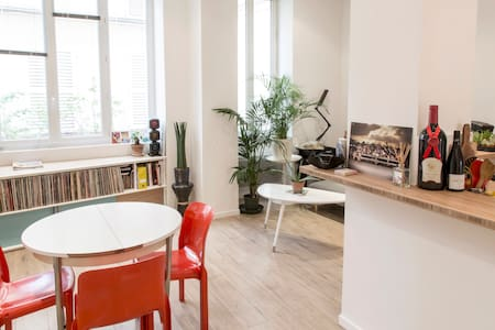 lovely Loft with private yard and BBQ - París