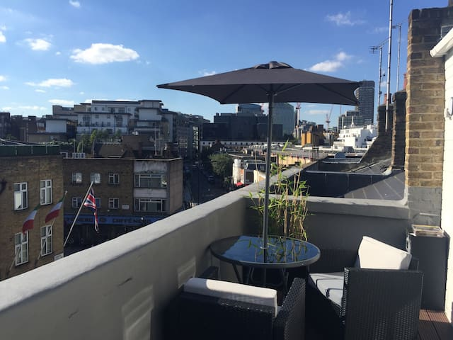 Top Floor Apartment with Large Roof Terrace