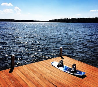 Lake Gaston ~ Main Lake ~ Sleeps 8 - Macon - 独立屋