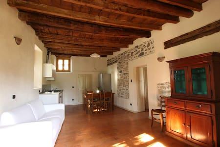 "Country House ""Cozzena"": Appartamento Barbera - Maslianico"