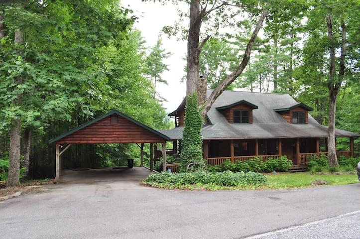 Large Family Mountain Log Cabin