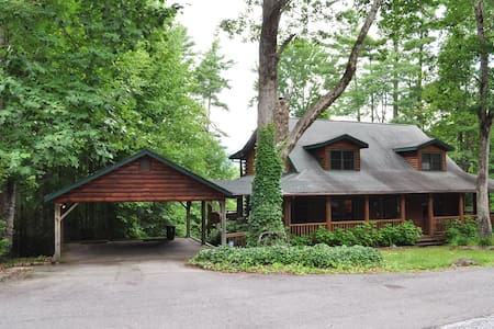 Large Family Mountain Log Cabin - Sapphire