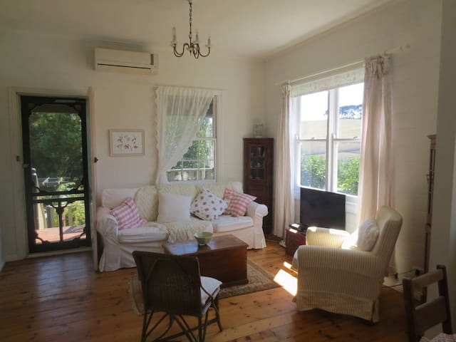 Cosy Walnut Cottage via Leongatha - Koorooman - Casa