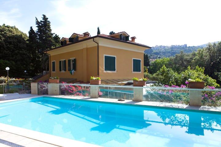 Appartamento con giardino e piscina/spiaggia+golf