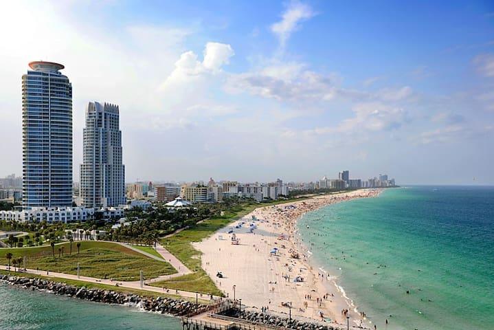 Tropical SBeach StudiO FREE PARKING 2nd FL - Miami Beach - House