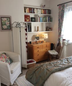 Cosy double room in charming cottage - Aberargie - House