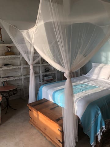Casita Azul. Private bathroom, balcony, ocean view.