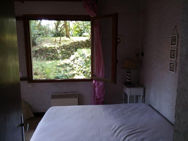Petite chambre  proche du centre et des plages