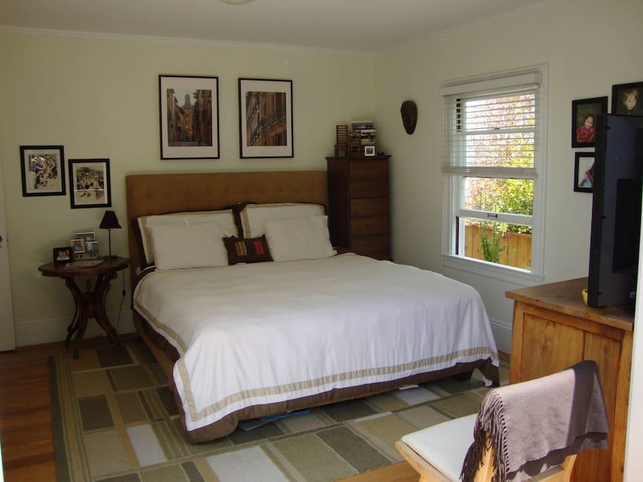 Master Bedroom w/King bed