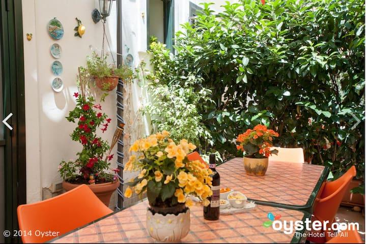Salerno downtown, single/twin room - Salerno - Inap sarapan