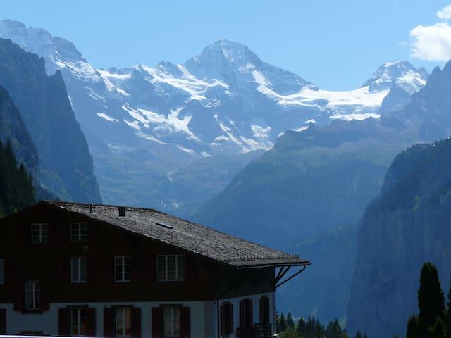 Balcony room with mountainview - 盧達本納(Lauterbrunnen) - 家庭式旅館
