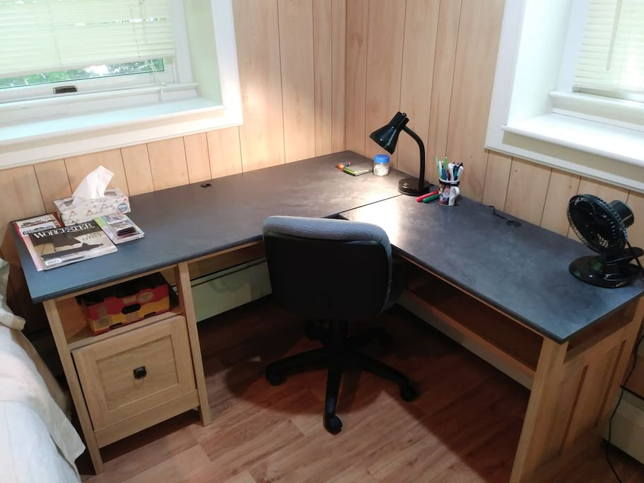 Work desk with desk chair