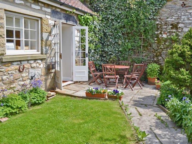 Honeysuckle Cottage - UK2619 (UK2619)
