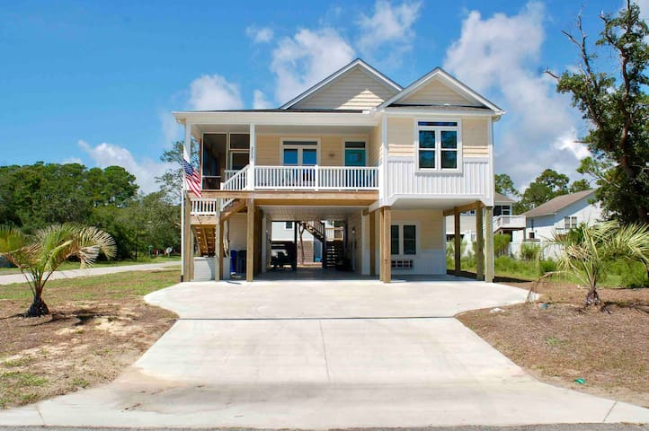 Walk 2 beach!! 4 br house w/in-law suite, new bld