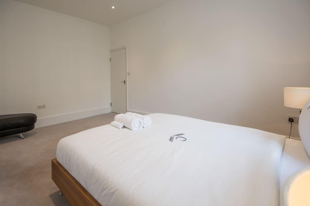 King size room in victoria central london case in - Posto letto londra ...