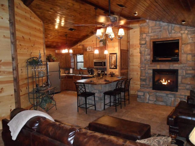 Hillside Hideaway Cabin (Broken Bow Lake Area)