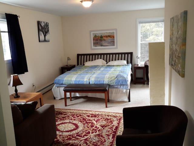 2. Master Bedroom mit Terrasse