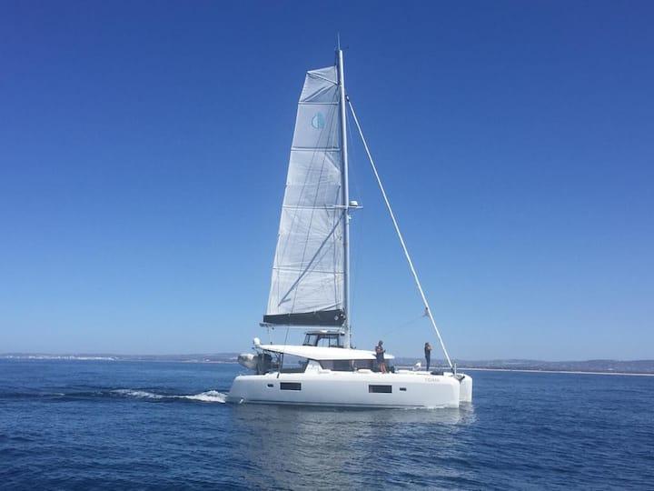 Sail experience and sleep aboard