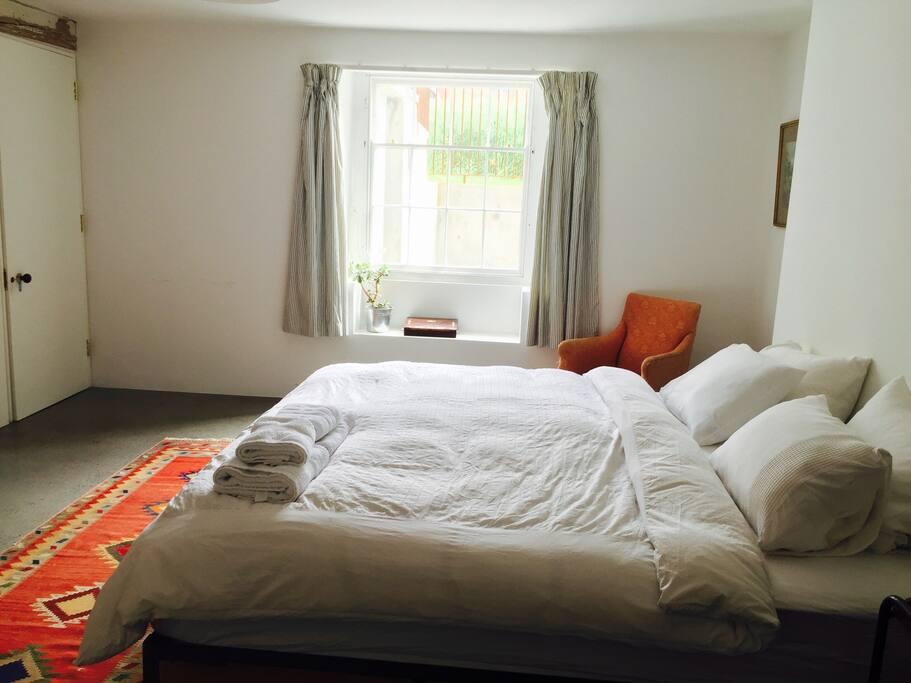 The ground floor has underfloor heating, 2 bedrooms with 2 bathrooms.