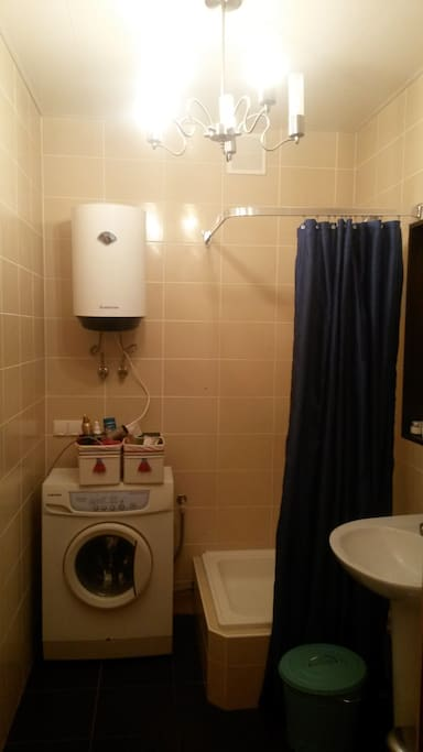 Shower, washer/dryer