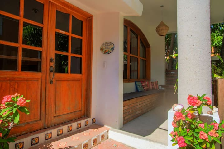 Oscarin house