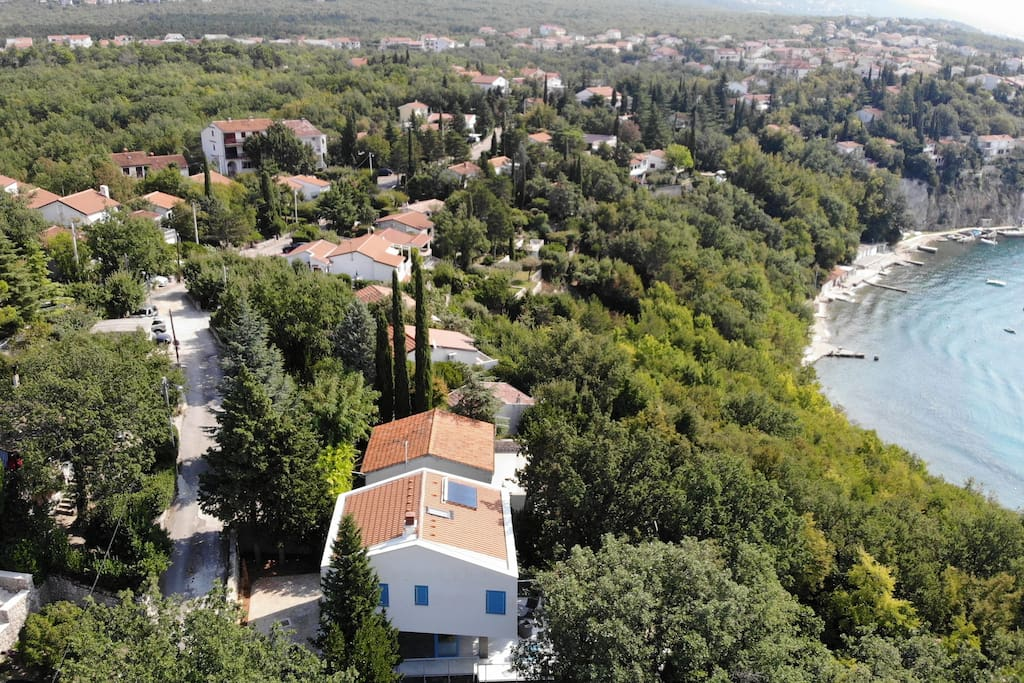 Vila side view