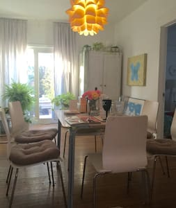 A BEAUTIFUL PRIVATE ROOM  IN    W. HOLLYWOOD HOUSE - West Hollywood - House