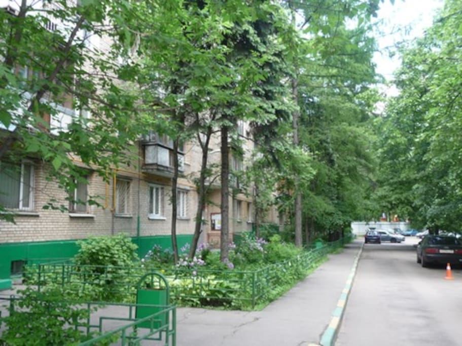 """Green court and just near the """"Rechnoy vokzal"""" metro station."""