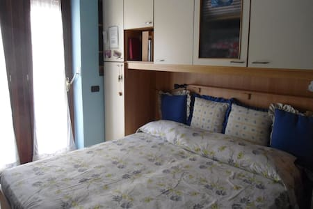 Private room close to Metro(yellow) - Napoli - Departamento