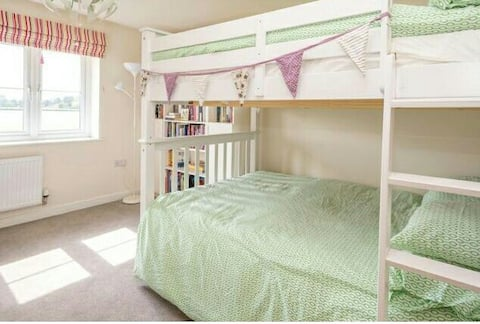 Great value! Double room with bunk beds, sleeps 4
