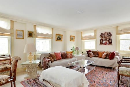 Gorgeous and Spacious 2 Bedroom in Knightsbridge - London